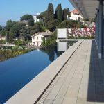 costruzione piscina a filo villa